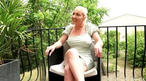 jacquieetmicheltv-21-09-14-louane-passionate-about-anal.jpg