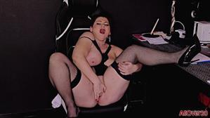 allover30-21-10-06-laura-titaphia-mature-pleasure.jpg
